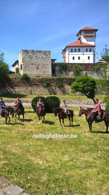 Konjanici krecu na Ajvatovicu-1 copy