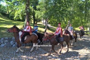 Konjanici iz Gradačca i Tuzle krenuli na Ajvatovicu