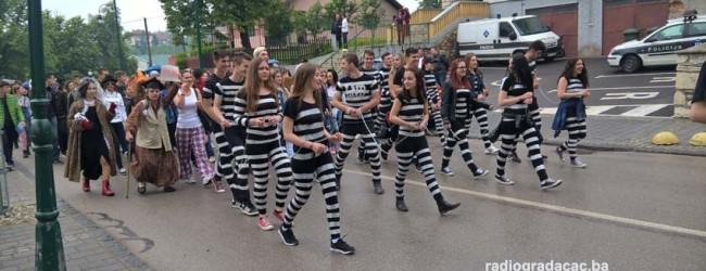 Maturanti Gimnazije maškarama obilježili zadnji dan škole