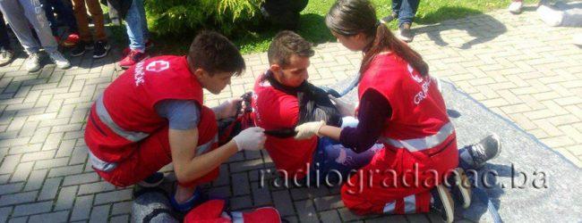 Pokaznom vježbom mladi obilježili Nedjelju Crvenog križa u Gradačcu