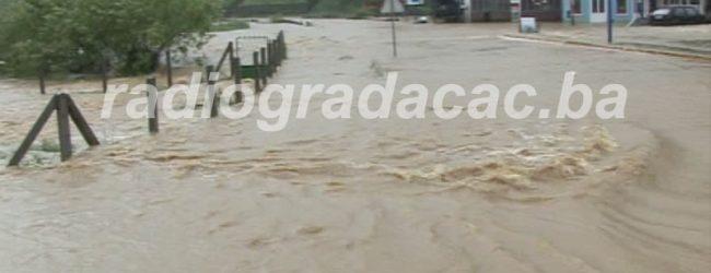 Poplavljen put u Kerepu