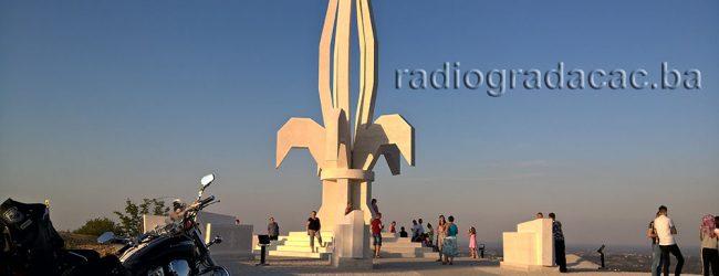 """UB """"Patriotska liga"""" Gradačac: Uručene zahvalnice za podršku izgradnji spomenika """"Ljiljan"""""""