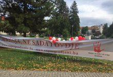 Mladi obojili mir u gradskom parku