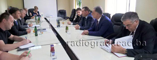 Delegacija Vlade TK u posjeti općini Gradačac, Izraženo obostrano zadovoljstvo projektima izgradnje škola i vodosnadbijavanja