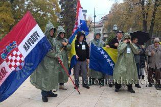 Učesnici Marša mira Srebrenica – Odžak – Vukovar odali počast žrtvama Gradačca