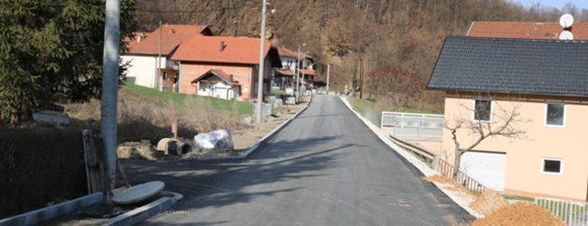 Postavljen završni sloj asfalta u okviru rekonstrukcije puta u Međiđi Donjoj