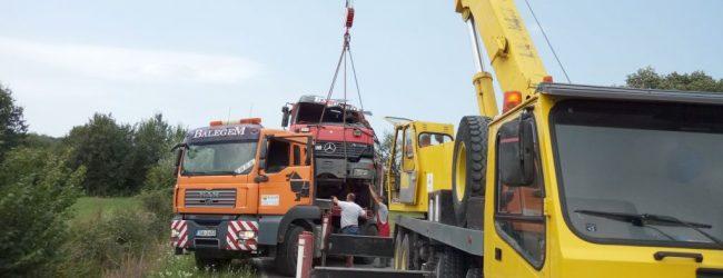 Prevrnuo se kamion natovaren asfaltnom masom