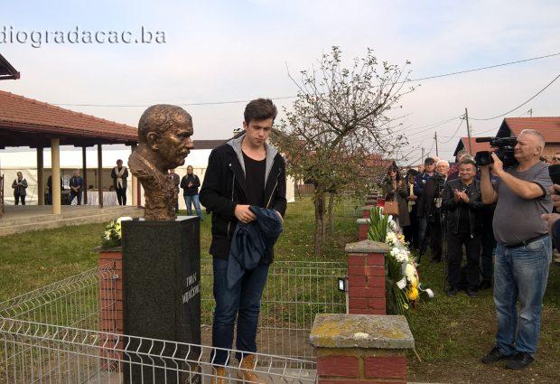 FOTO: Otkrivena bista legendarnom komandantu Ivi Mijačeviću – Mijaču