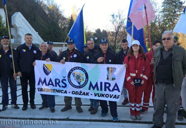"FOTO: Učesnici ""Marša mira Potočari – Vukovar 2018"" prošli kroz Gradačac"