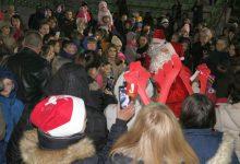 Najmlađim u Škorićima podijeljeno 180 novogodišnjih paketića
