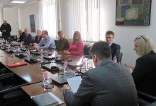 Donirana dva automobila centrima za razvoj inkluzivnih praksi u Gradačcu i Banovićima