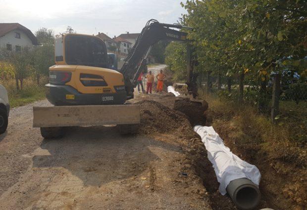 """Počeli radovi na rekonstrukciji puta od izvora """"Točak"""" prema centru Vide 1"""