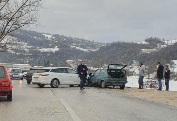 Među povrijeđenima u današnjoj saobraćajnoj nesreći u Potpeći tri osobe iz Vučkovaca