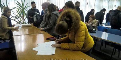 Potpisivanje ugovora o dodjeli stipendija Ministarstva za boračka pitanja TK od 14. jula do 13. avgusta u šalter sali Gradske uprave