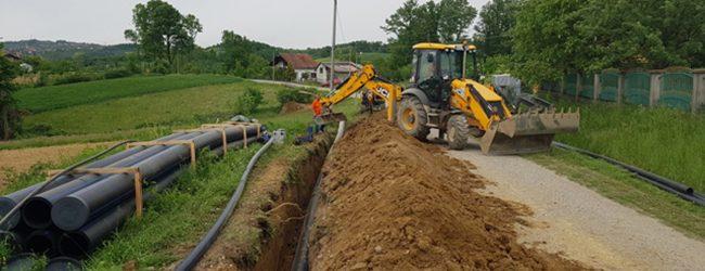 """Potpisan ugovor o refundaciji 400.000 KM iz vodnih naknada TK za sufinansiranje projekta """"Vodosnabdijevanje Gradačca"""""""