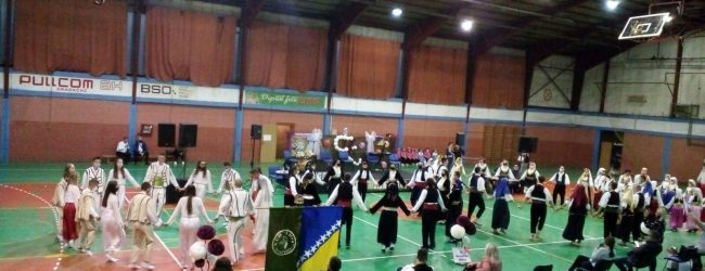 "FOTO: Održana 8. smotra folklora KUD ""Zmaj od Bosne"""