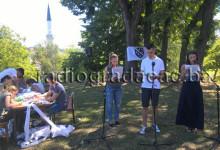 Mladi iz Gradačca čitaju imena žrtava genocida nad Bošnjacma iz jula 1995. godine
