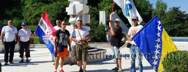 Učesnici Marša mira Vukovar – Srebrenica odali počast žrtvama Gradačca