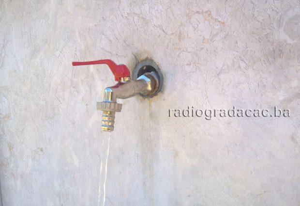 Zbog spajanja novog cjevovoda, sutra bez vode 11 ulica u Gradačcu