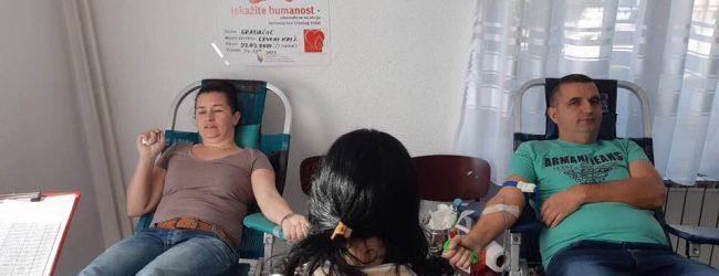 FOTO: Krv darovalo 107 dobrovoljnih davalaca