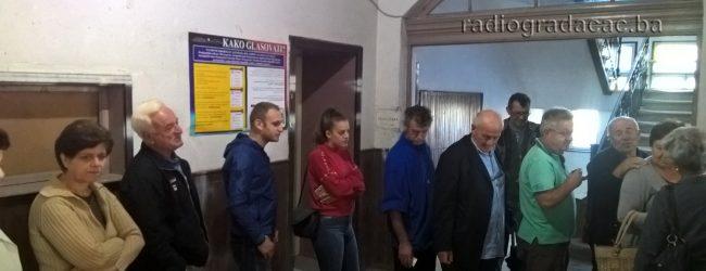 FOTO: Otvorena birališta na 31 lokaciju u Gradačcu