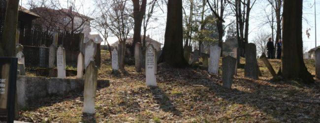 Istraživanje starih nišana na mezarju Kapetanovića u Gradačcu