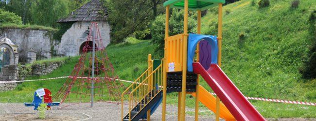 """Kompletirano dječije igralište na gradskom trgu, finansirano donacijom firme """"Balegem"""" i budžetskim sredstvima"""