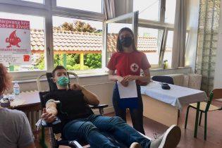 Maturanti darivali krv