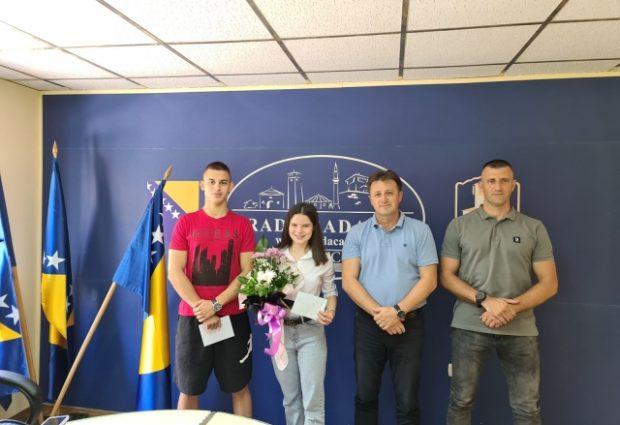 Sadin Mulahalilović i Esma Pašalić na prijemu kod gradonačelnika Gradačca